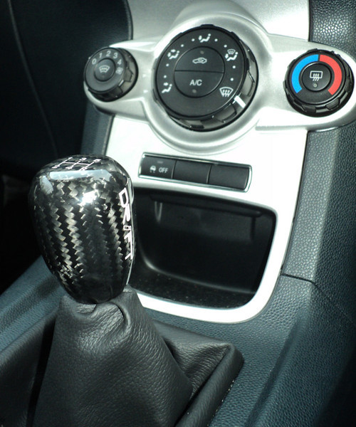 Short shifter fitted with a Drift dark carbon shift knob attached