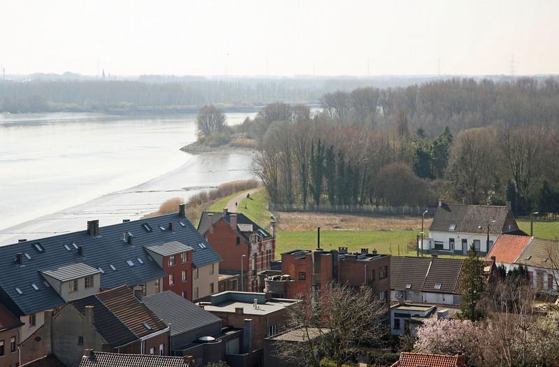 Steendorp vanop de kerktoren - Voormalige Belgomine en dijk richting Temse