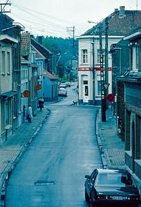Steendorp - zicht op de Warandestraat en de Lepelstraat. Alle electriciteitsleidingen lagen nog bovengronds.