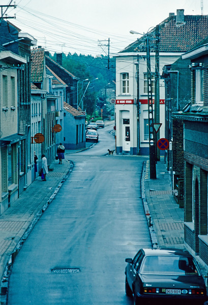 Steendorp - zicht op de Warandestraat en de Lepelstraat.<br /> Alle electriciteitsleidingen lagen nog bovengronds.