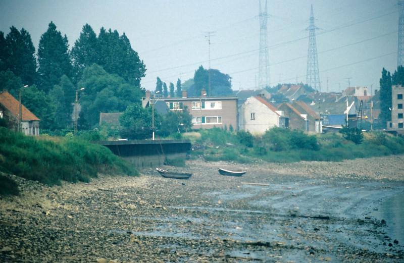 """Steendorp - zicht op de dijk richting Rupelmonde met de kaaimuur ter hoogte van """" 't Huis ten halve"""""""