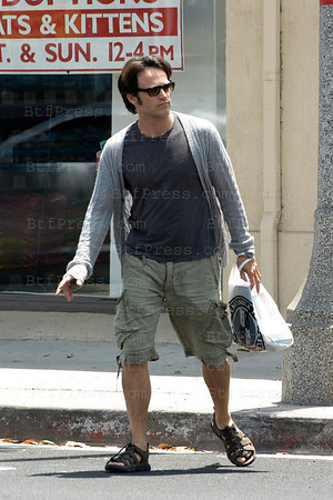 Stephen Moyer shops for Lilac birthday in Santa Monica,California.