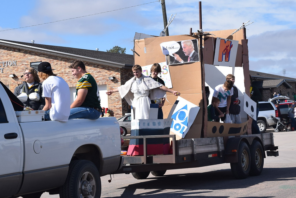 ". The Class of 2020 shared their vision for the future with their float in the Peetz Sake Days ""Still on the Hill\"" Centennial Parade Saturday, Sept. 30, 2017."