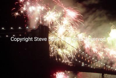 bklyn bridge fireworks 1