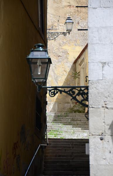 Access between buildings along Rua da Madalena