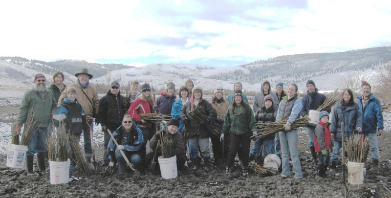 volunteers ready to plant native willows at a restoration project in the Ladd Marsh Wildlife Area
