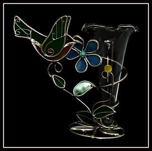 Uccellino con tralcio portavaso di vetro e metallo