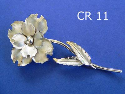 CORO spilla - marcata sul retro metallo color argento opaco lunghezza 10 cm.