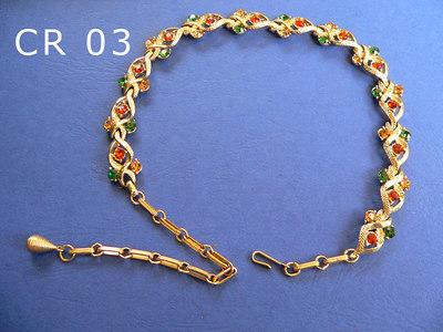 CORO girocollo regolabile firmato al gancio di chiusura metallo color oro, strass gialli, verdi e rossi