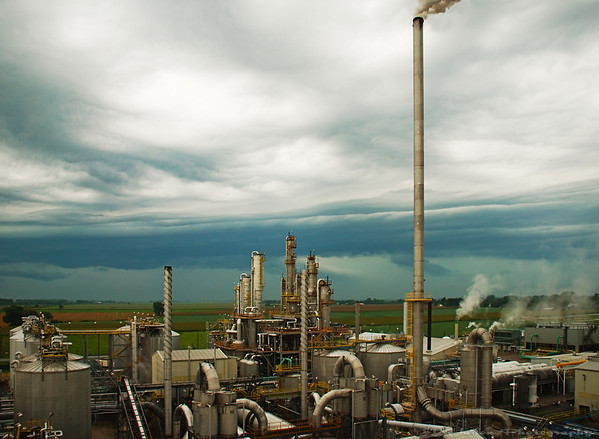 Aug,24th 2007<br /> An ethanol Plant facing the storm.