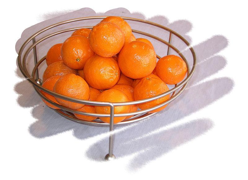 Many pixie tangerines in flexible bowl [edgeround03, very sharp unsharpmask, full sz&res]