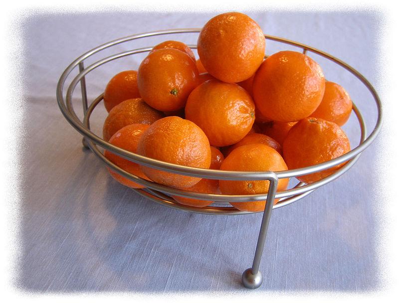 Pixie tangerines in flexible bowl 2 [edgefade09 frame, full sz&res]