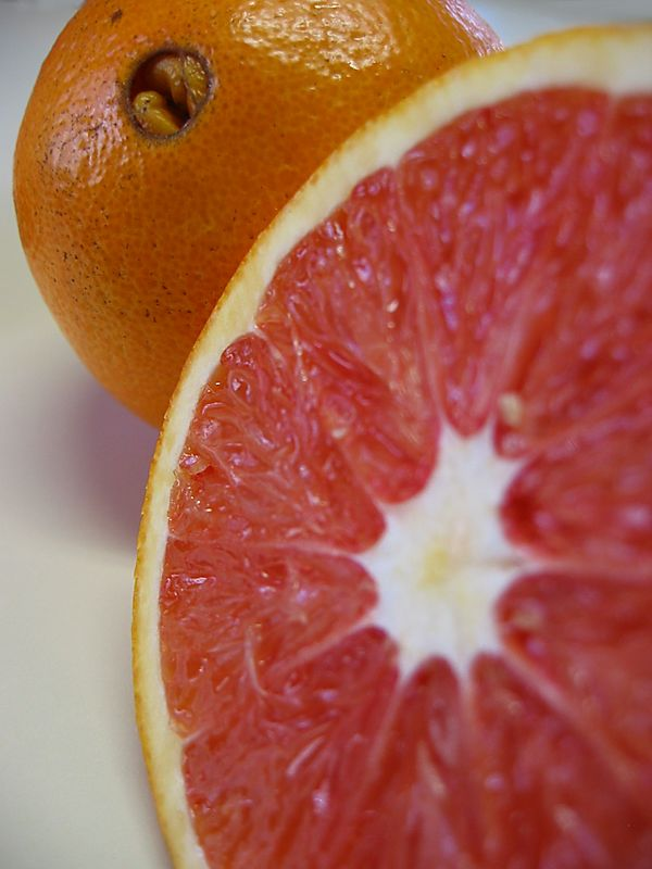 Navel oranges - 1 cut 1 not cl