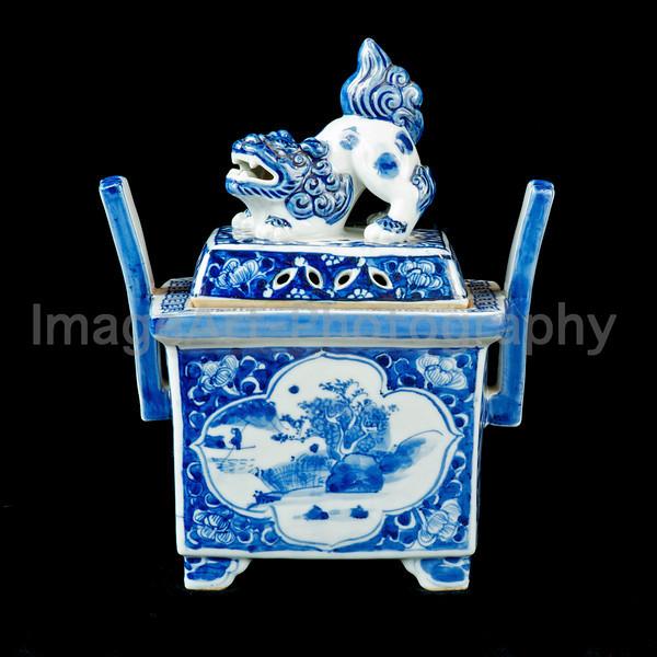 Japanese Imari porcelain incense burner