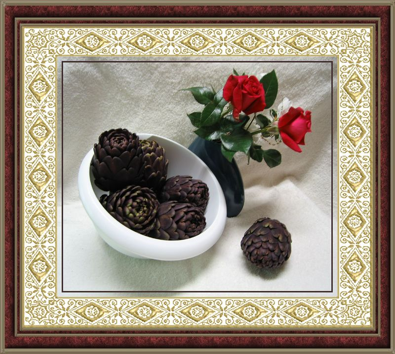 00aFavorite Purple Artichokes w 'Lasting Love' red roses [lace and (painted) thn red mrbl frames]