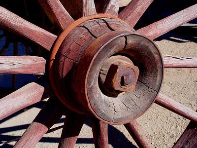 Wooden wagon wheel (13)