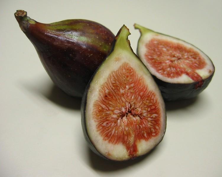 00aFavorite Black Mission Figs - 2 halves, 1 intact
