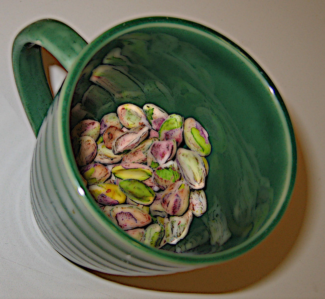 20071213 Pistachios - shelled, in green cup (Indian cooking class) (4 of 4) [modified comic]
