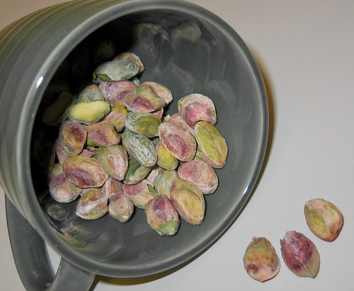 20071213 Pistachios - shelled, in green cup (Indian cooking class) (2 of 4)