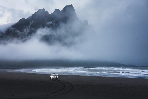 LANDROVER IN HÖFN, ICELAND