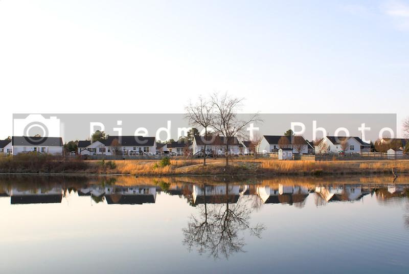 A neighborhood of houses on a lake.