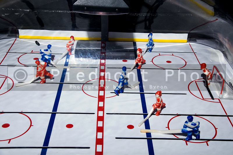 A championship ice hockey toy action game.