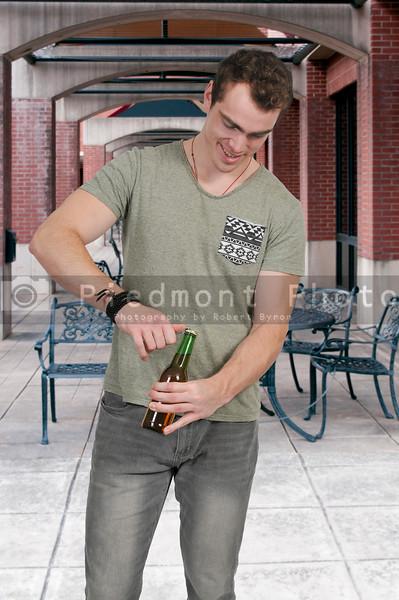 Man opening Beer