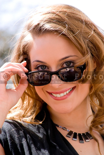 A beautiful woman wearing a pair of sunglasses