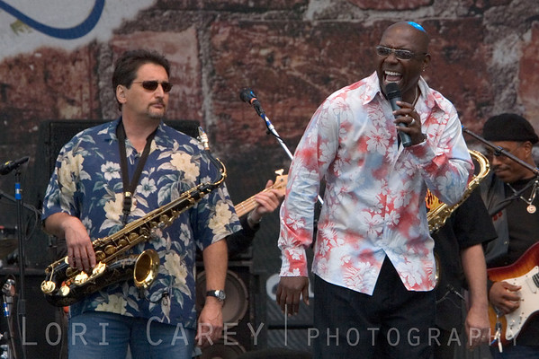 Tom Politzer and Larry Braggs of Tower of Power playing at the Doheny Blues Festival in Dana Point, California on May 21, 2006