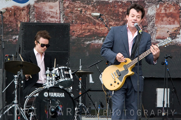 James Hunter playing at the Doheny Blues Festival in Dana Point, California on May 21, 2006