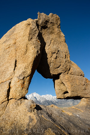 Boot Arch, Lone Pine Peak and the setting moon, Alabama Hills