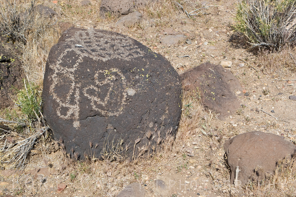 Kawaiisu indian petroglyph at Sheep Springs in the El Paso Mountains, north Mojave desert