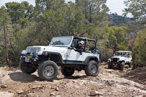 Jeeps on the Gold Mountain trail