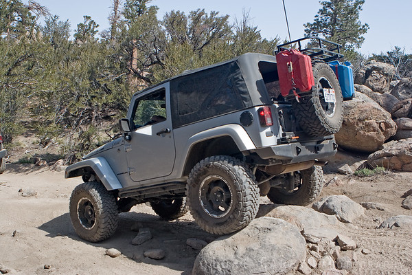 Jeep rock crawling on John Bull