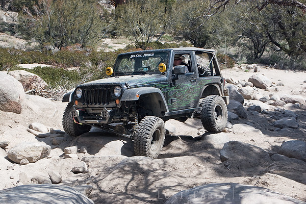 Rockrash's jeep showing some flex on the rocks on John Bull trail