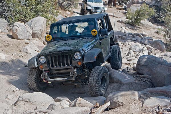 Jeep wrangler flexing on the rocks on John Bull trail