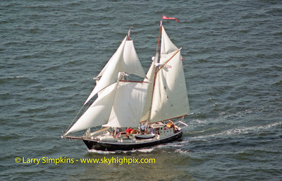 """Bonnie Lynn"" Great Chesapeake Bay Schooner Race, October 2000. Image# 2119"