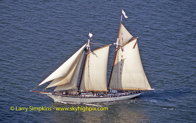 """Harvey Gamage"" Great Chesapeake Bay Schooner Race, October 2000, Image #S1268"