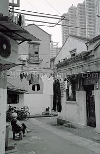 Photo #12 «Rez-de-chaussée avec cour ou un 32ème étage avec vue…» 2006