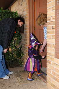 Jadyn thought she was supposed to go into the houses to get the candy.