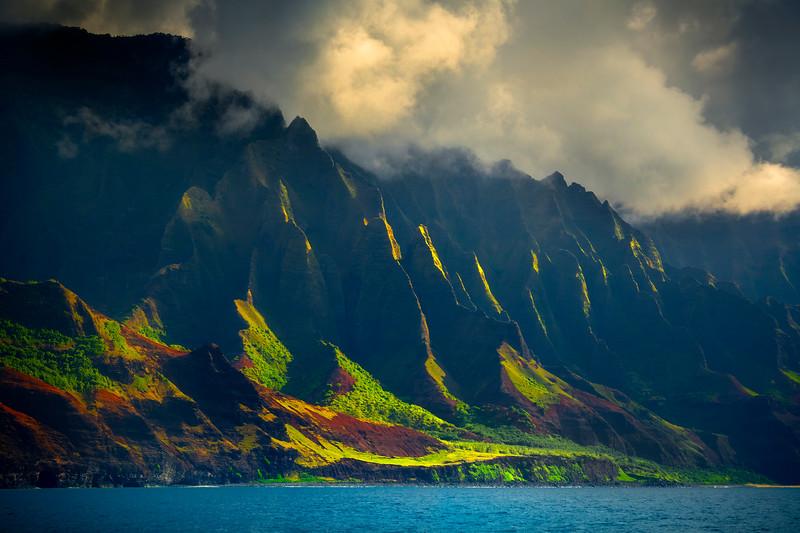 Rim Light Sunglare On The Spire Edges - Na Pali Coastline, Kauai, Hawaii