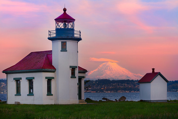 Point Robinson Lighthouse With Mt Rainier - Vashon Island, Washington
