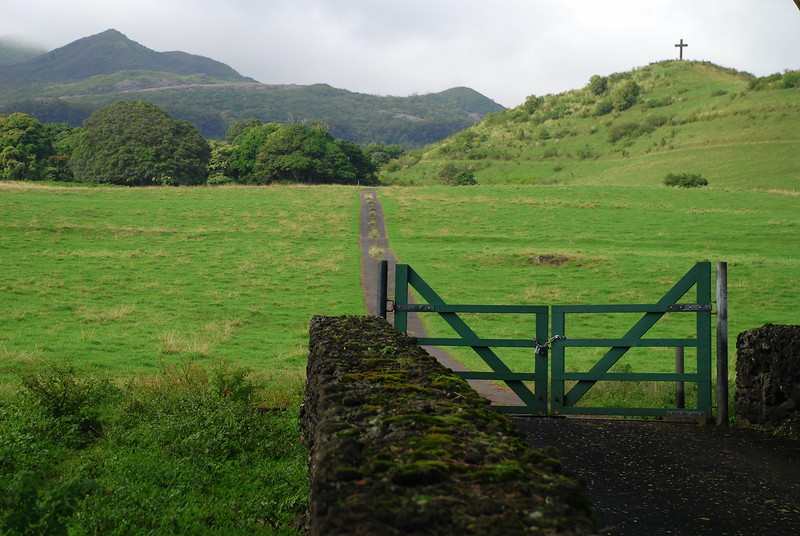trail to cross on hill