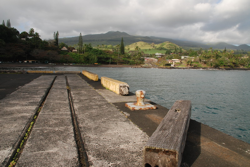 railroad tracks on hana pier 2