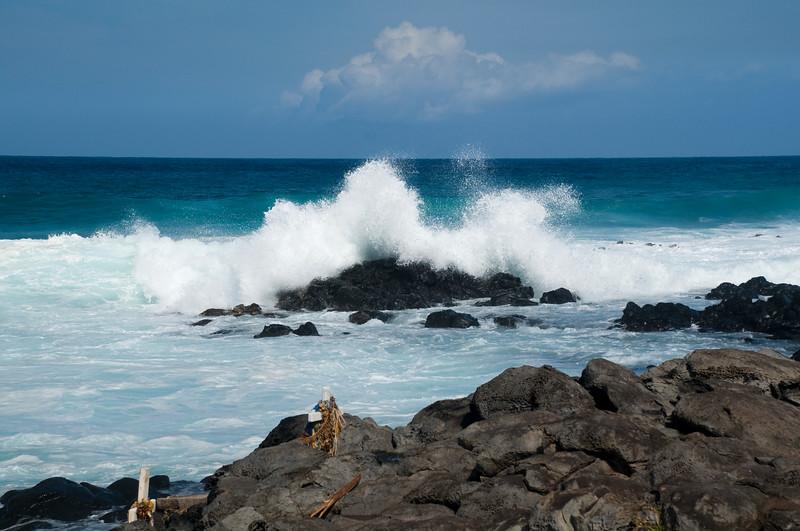 North Shore - Ho'okipa waves breaking on rocks