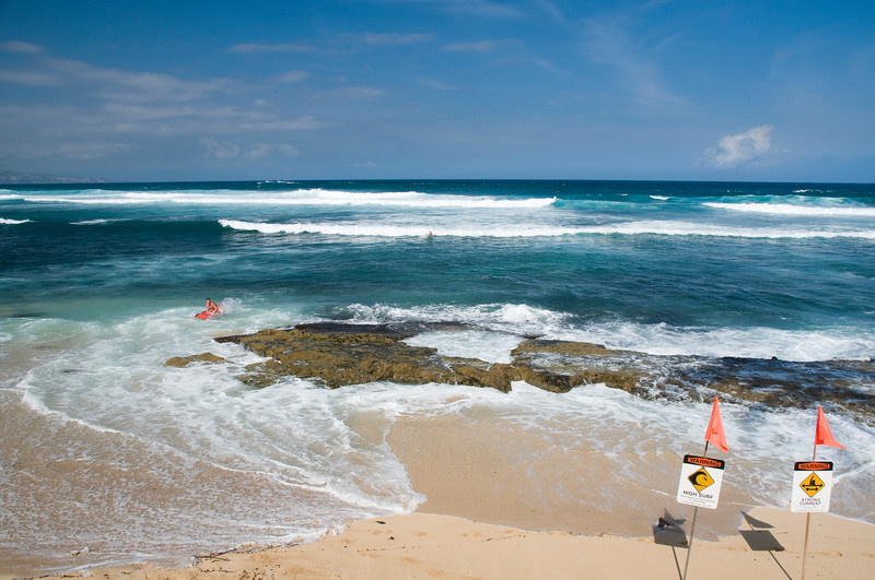 North Shore - Ho'okipa beach with warning signs