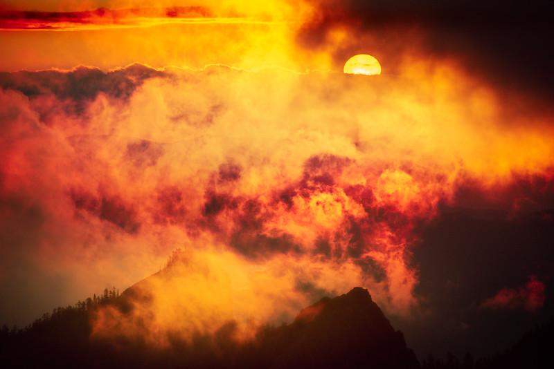 Fire Sunset On The Peaks Of The Cascades - Mount Rainier National Park, WA