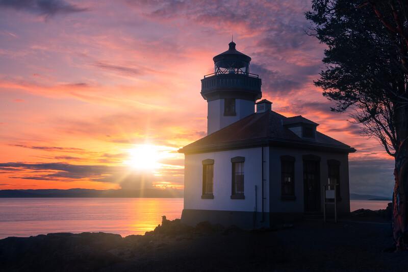 ln Lighthouse Sunstar With Admirer