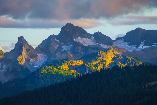 Light Light On Surround Peak From Mt Rainier