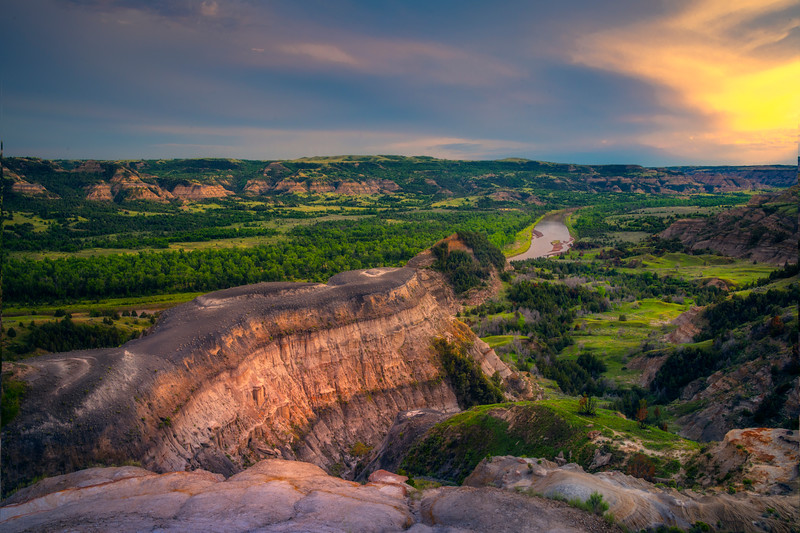 Sunset At Badlands Overlook In Theodore Roosevelt - Theodore Roosevelt National Park, North Dakota